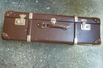 Старинные чемоданы с хромированными уголками деловые чемоданы на колесиках